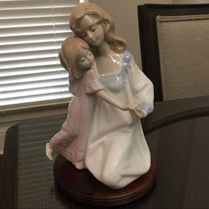 Mother and daughter figurine Paul Sebastian